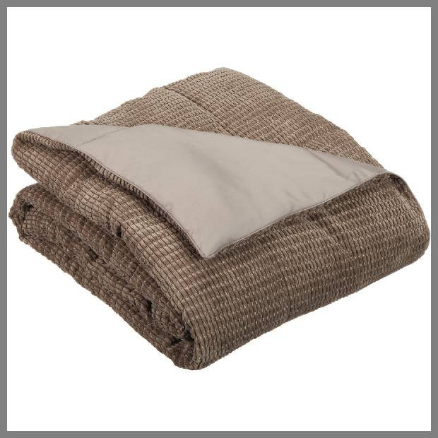 Down alternative throw blanket